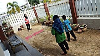 Menghabiskan masa yang berkualiti ketika PKP | Cat pagar rumah & cabut rumput di laman