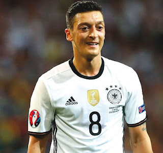 Injured Ozil out for Premier League but expects to be fit for World Cup