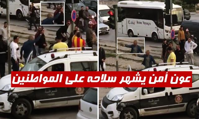 عون أمن يشهر سلاحه على المواطنين في الطريق العام
