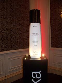 imitacion de productos cosmeticos, gigantismo de productos, talla en telgopor, decoracion eventos empresariales