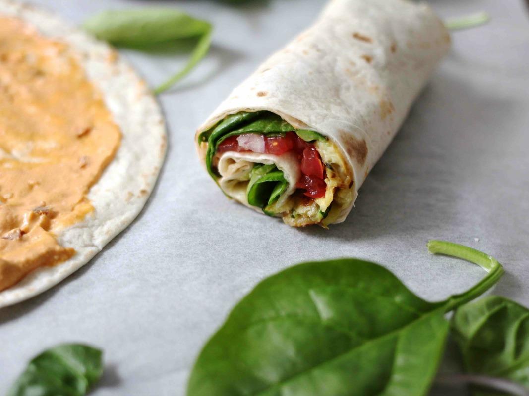 Gegrillte Zucchini und Hummus Wrap