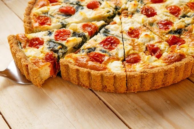 ΜΑΓΕΙΡΕΨΤΕ ΜΕ SAZA. Τάρτα τυριών με SAZA Chutney Γλυκιάς Τομάτας με Φρέσκα Τοματίνια