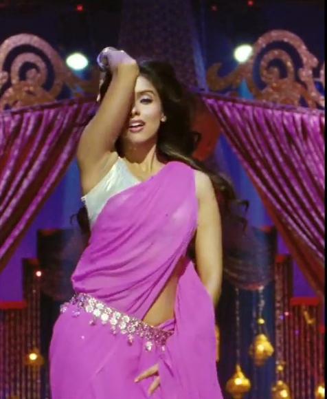 Asin Hot Navel Show In Pink Saree - Housefull 2 Pics