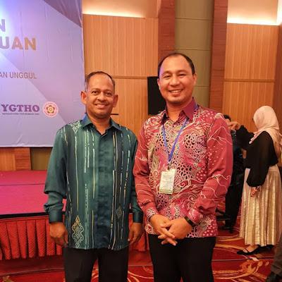 Bersama Dr Ahmad Rafee bin Che Kassim, Timbalan Ketua Pengarah Pendidikan Malaysia (Operasi Sekolah)