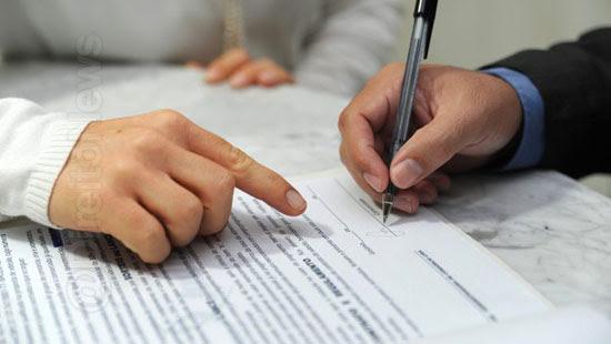lei dispensa licitacao contratacao advogado contador