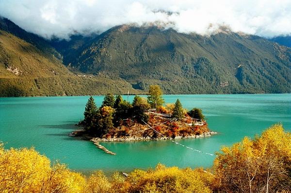 寧瑪派的聖湖-巴松措