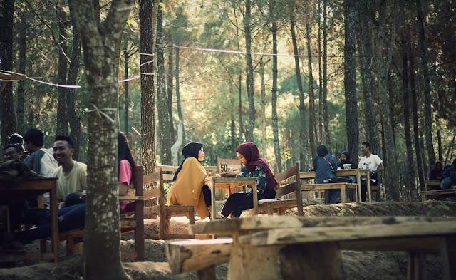 Cafe Hits di Selopanggung Kediri