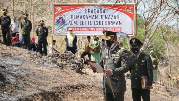 Lettu Dirman, Prajurit TNI yang Gugur Diserang KKB Dimakamkan di Bima
