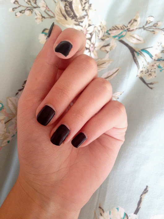 LuxLDN: Nails | Chanel Inspired Black Glitter Mani