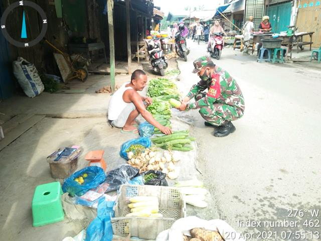 Jelang Ramadhan, Personel Jajaran Kodim 0208/Asahan Laksanakan Pemantauan Kepada Pedagang Pasar Pagi dan Sembako