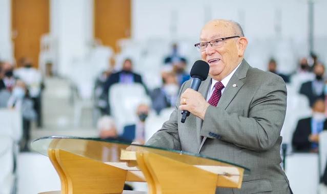 """""""Deus tem nos ouvido"""": Pastor José Wellington deixa UTI após internação por Covid"""