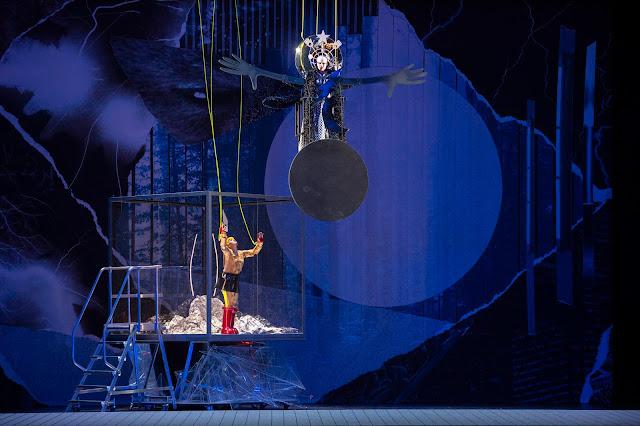 Mozart: Die Zauberflöte - Serena Sáenz Molinero (Pamina) und Tuuli Takala (Königin der Nacht) - Staatsoper Berlin (Photo Monika Rittershaus)
