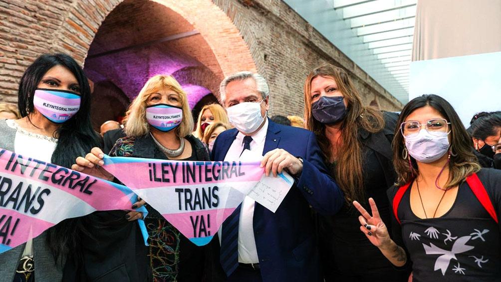 """""""La mejor Argentina es la que da derechos"""". Presidente Fernández al promulgar ley laboral travesti-trans"""
