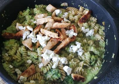 Pasta mit Broccoli, Pute und Gorgonzola