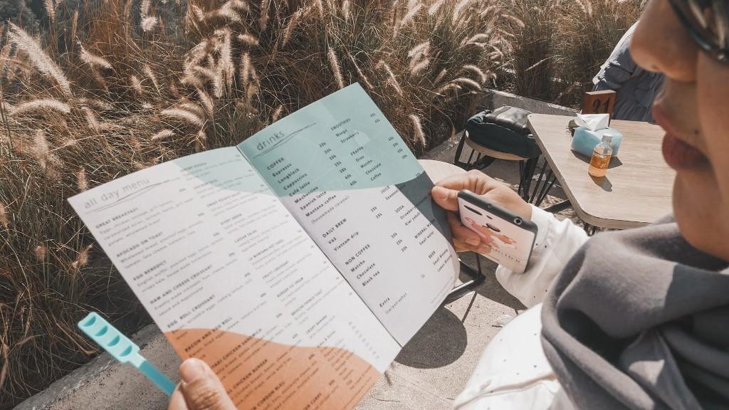 harga menu makanan dan minuman montana del cafe bali