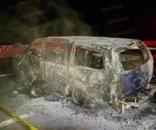 Mueren calcinados dos Sicarios en Reynosa; Tamaulipas; troca en que viajaban se incendió al chocar contra un muro de contención