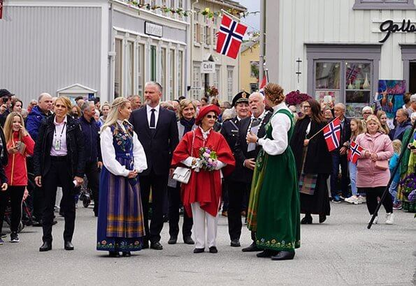 Queen Sonja attended the opening of the rock stairs called Helgelandstrappa. The staircase is made by sherpa from Nepal