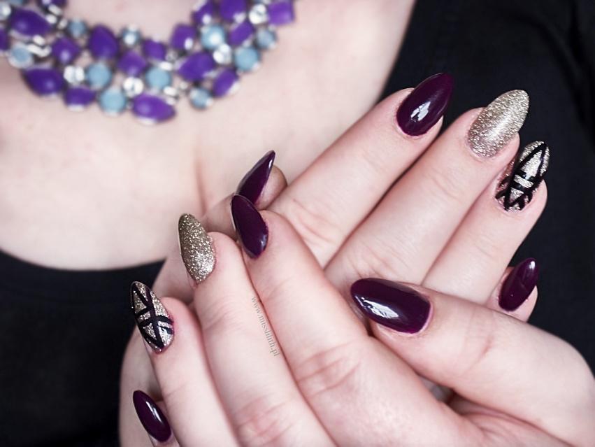 Graficzny manicure - Semilac 015 Plum + Neess Aleja Gwiazd. Manicure hybrydowy blog.