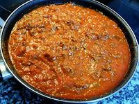 Sofrito de carne de ternera con tomate y cebolla.