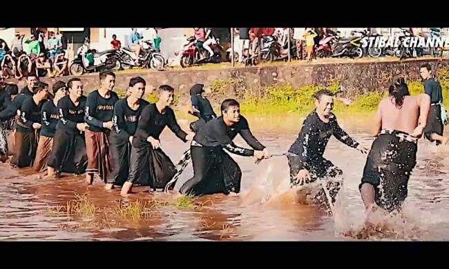 Ritual 'Lukat Geni' Bakar Diri Untuk Bersihkan Dosa