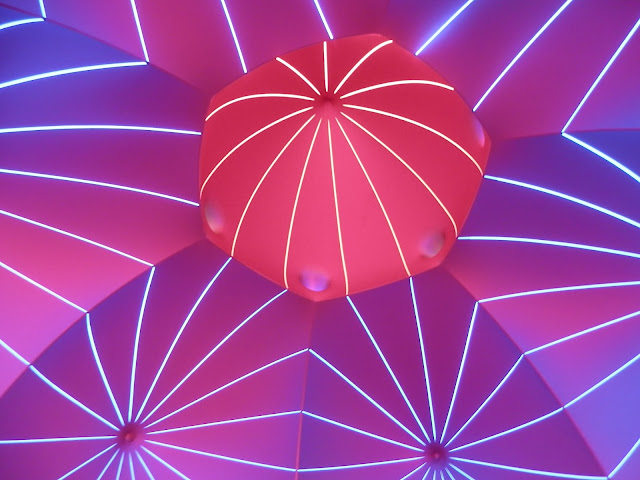 Luminarium. Architects of Air The Mirazozo luminarium.  secondhandsusie.blogspot.co.uk