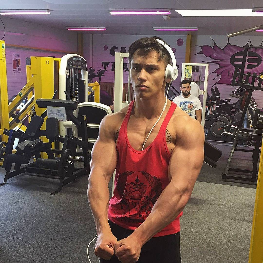cute-boy-gym-workout