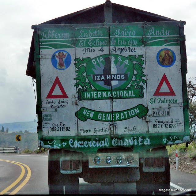 Caminhão na estrada de Quito a Otavalo, Equador