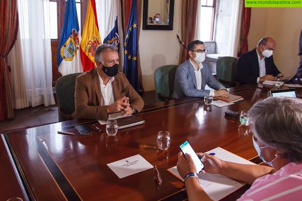 Torres anuncia la compra de las primeras viviendas para los afectados por el volcán de La Palma durante la próxima semana