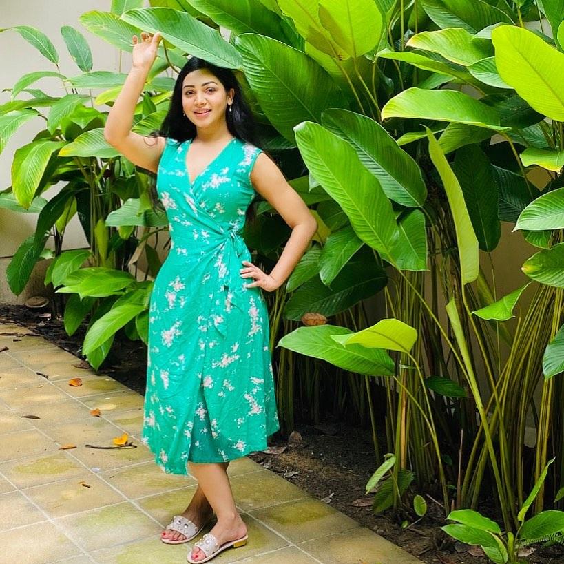 মডেল এবং অভিনেত্রী সাদিয়া জাহান প্রভার কিছু ছবি 3