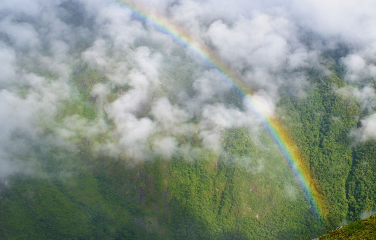 arco iris topo da vista trekking hyuna picchu