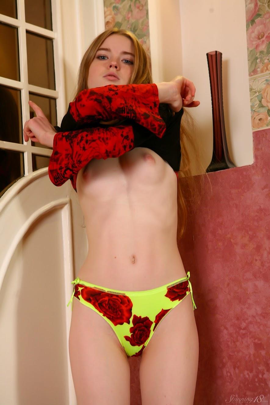 [Stunning18] Avril A - Bikini - idols