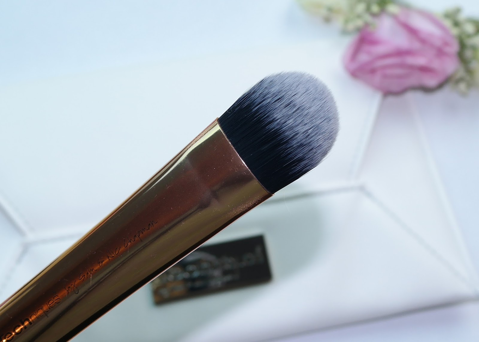 Real Techniques Tapered Foundation Brush