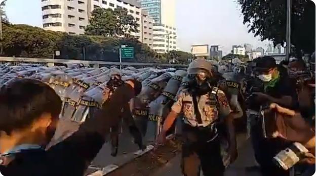 Viral, Pelajar Tantang Polisi Berkelahi: Tangan Kosong Kalo Berani!
