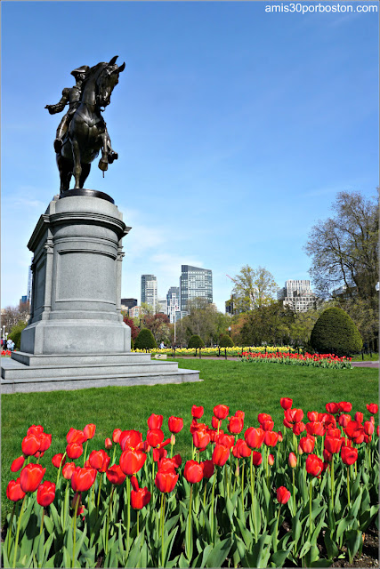 Estatua Ecuestre de George Washington en el Boston Public Garden