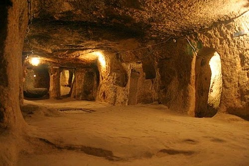 09-Derinkuyu-Anatolia-Turkey-Secret-Underground-Cities-Architecture-www-designstack-co