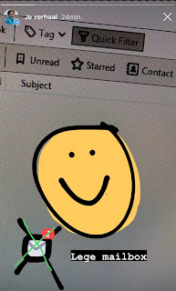 Getekende smiley bij een lege e-mail inbox