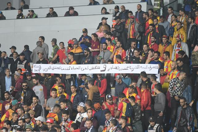 حضور جماهير الترجي الرياضي التونسي في مباراة فريقها أمام مضيفه الرجاء البيضاوي المغربي