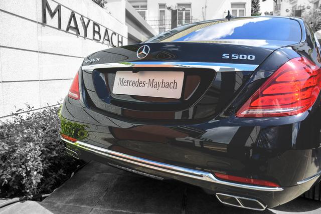 Đuôi xe Mercedes Maybach S560 4MATIC 2018 được thiết kế sắc nét với những đường cong mềm mại