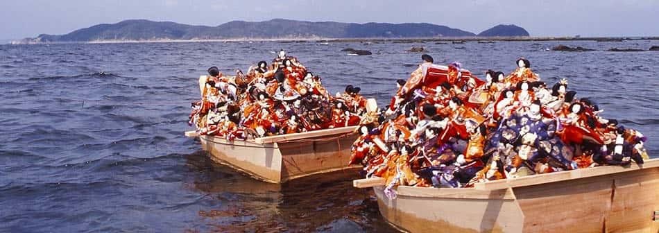 A, din, Şintoizm, Japon ayinleri, Şinto ayini, Şinto geleneği, Şintoizm geleneği, Eski Japon geleneği, Japon oyuncak bebek, Hina Matsuri, Kötülüğü def etme, Oyuncak bebekler ve ruhlar