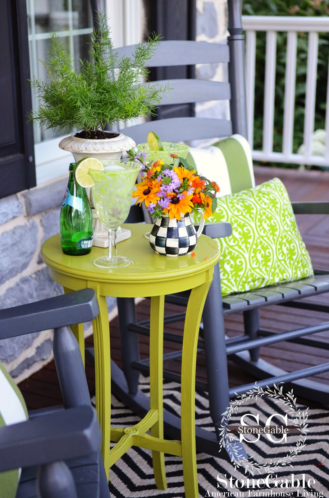 FRONT PORCH SITTING CREATING A STYLISH OUTDOOR SPACE