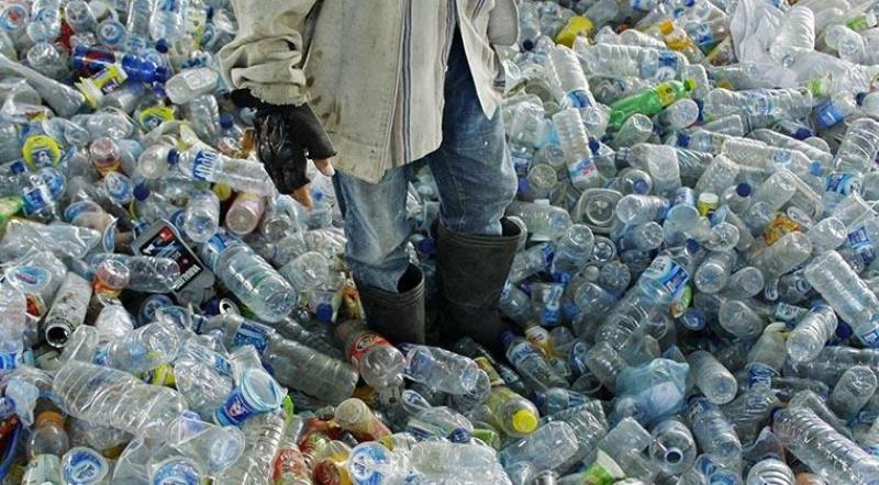 Kebijakan Larangan Sampah Plastik, Dilema Krisis Lingkungan atau Cuan Ekonomi