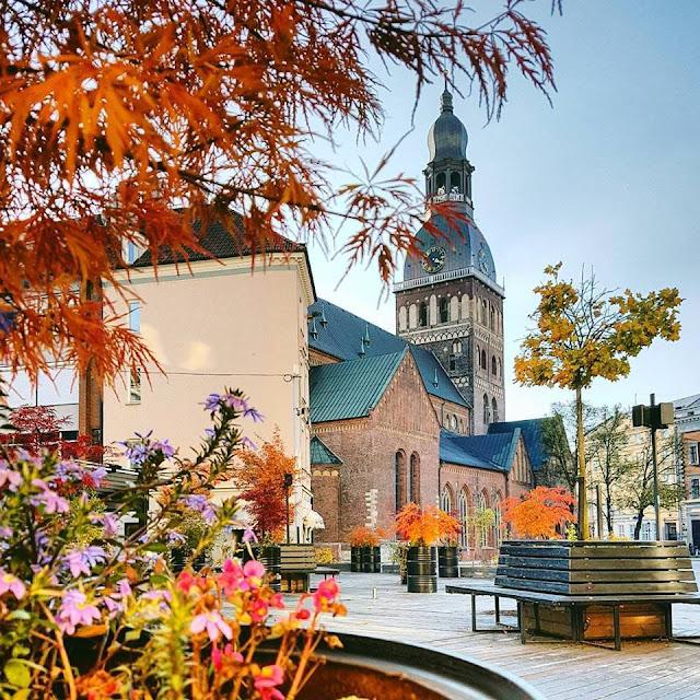 Рига. Осенью на Домской площади