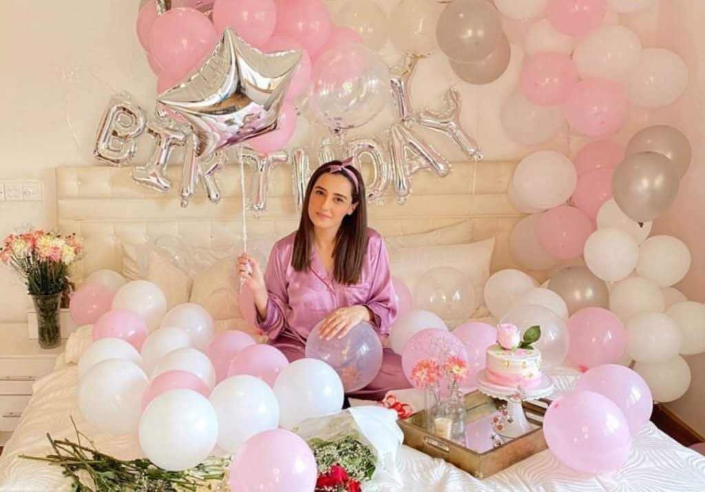 Momal Sheikh Birthday in Qurantine | Awesome Clicks