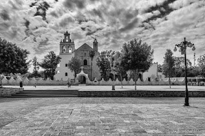 En Cuitzeo del Porvenir (Michoacán, México), by Guillermo Aldaya / AldayaPhoto