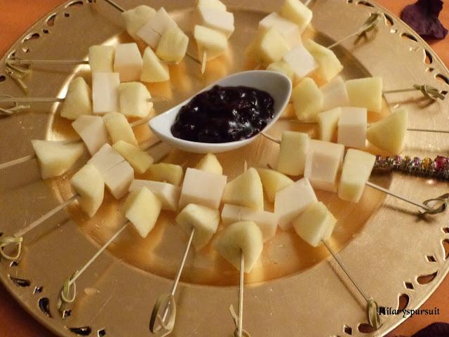 Brochettes pomme-tome de brebis et cerise noire