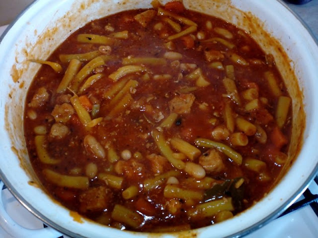 danie jednogarnkowe z fasolka szparagowa gulasz wieprzowy z fasola i fasolka szparagowa gesta zupa fasolowa potrawka z fasolki szparagowej z miesem i warzywami