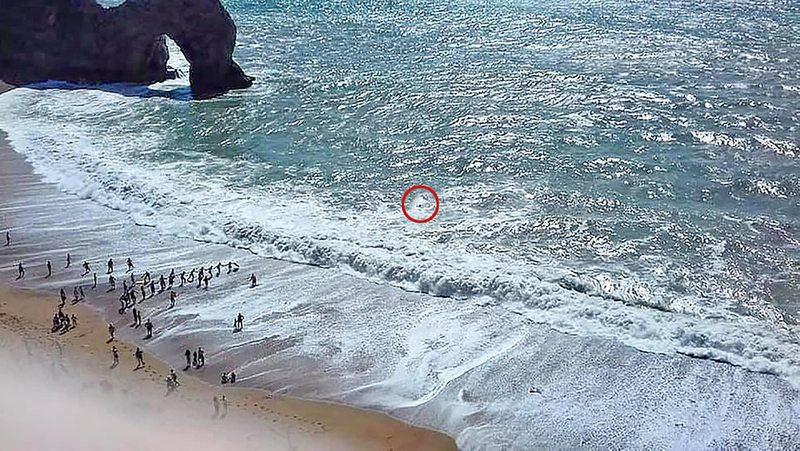 Nadador se ahogaba en playa de Inglaterra