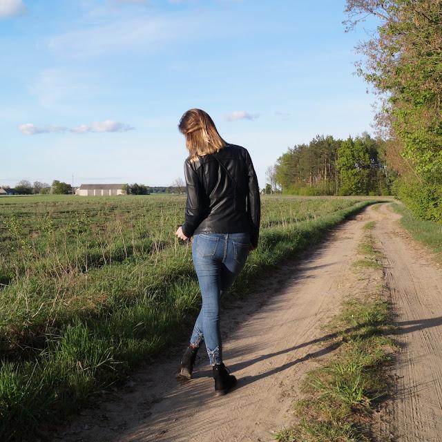 Klasyka - jeansy i czarna ramoneska