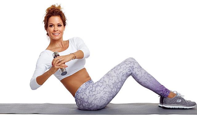 Olahraga mengecilkan perut wanita dengan gerakan sitting twist