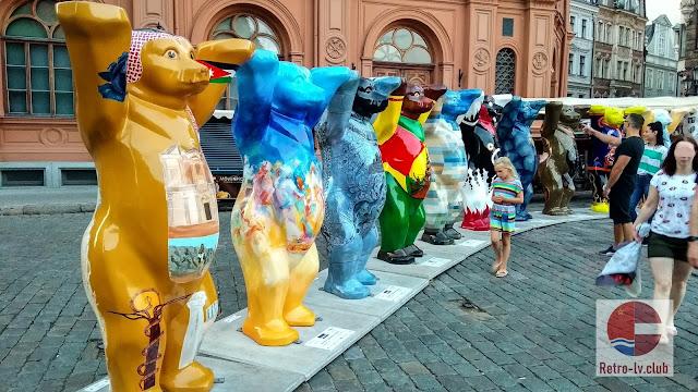 2018 год. Рига. 149 медведей - подарок посольства Германии к 100-летию Латвии (United Buddy Bears)